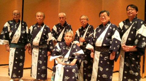 米朝浴衣を来た「東京やなぎ句会」の6人+司会の市川寿憲氏。 実は、その... オフィシャルサイト